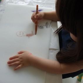 まずはスポンジに絵を書いて〜